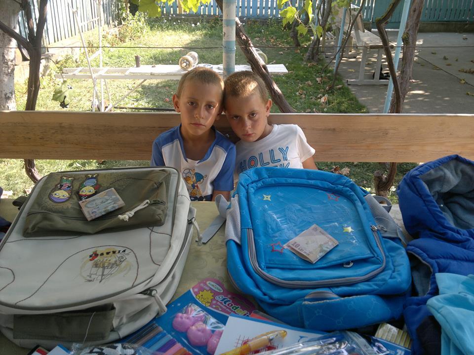 Donatii de rechizite scolare copiilor defavorizati – inceperea anului scolar 2016-2017